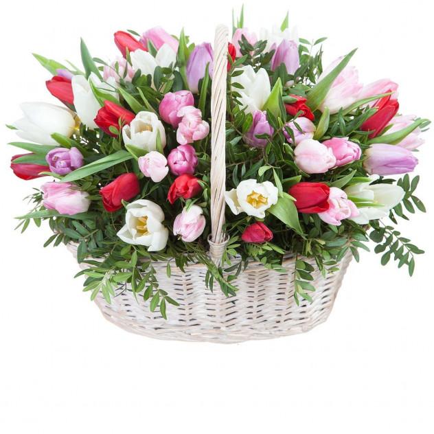 Корзина с тюльпанами